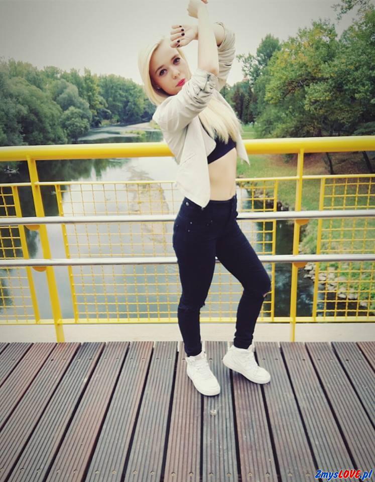 Nikola, 19 lat