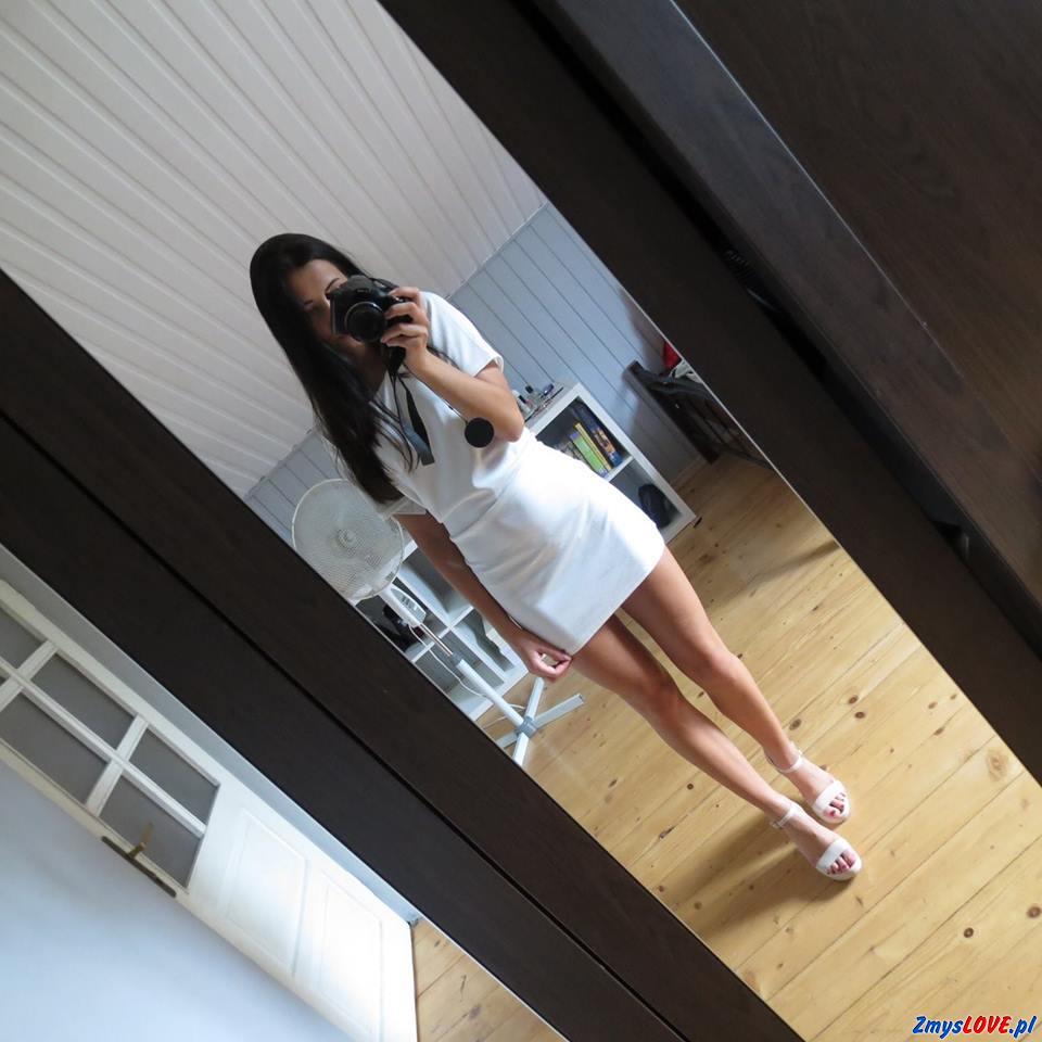 Ela, 22 lata