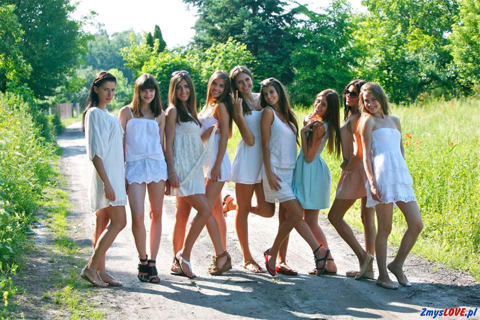 Dziewięć ślicznych dziewcząt