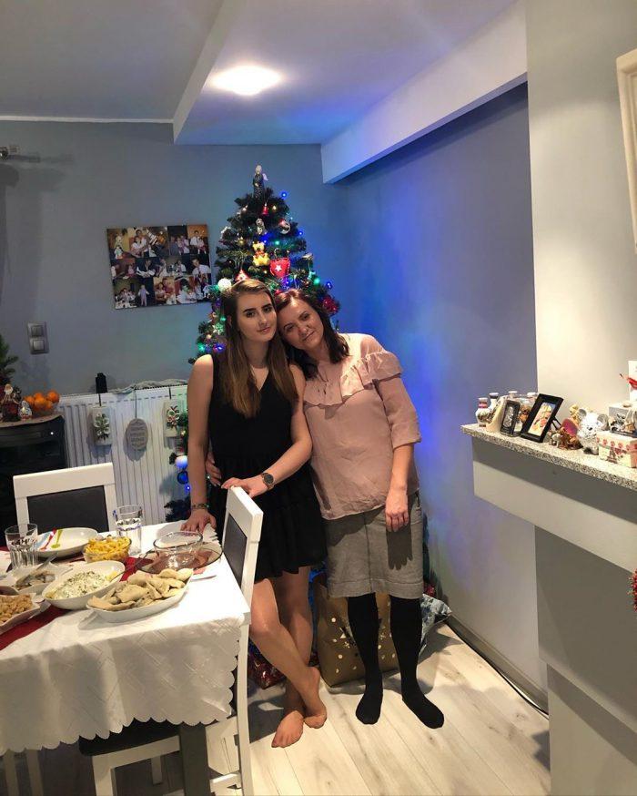 Aneta z mamą, 20 lat