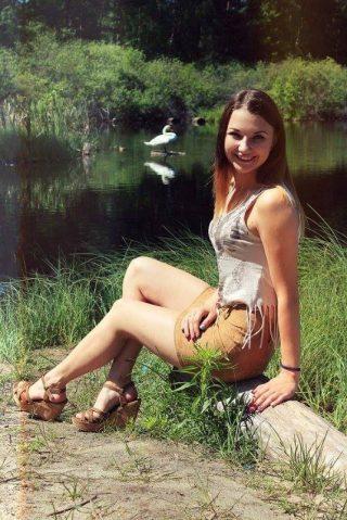 Ela, lat 19, Nysa